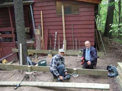 Andris Z un Jānis V. būvē deku